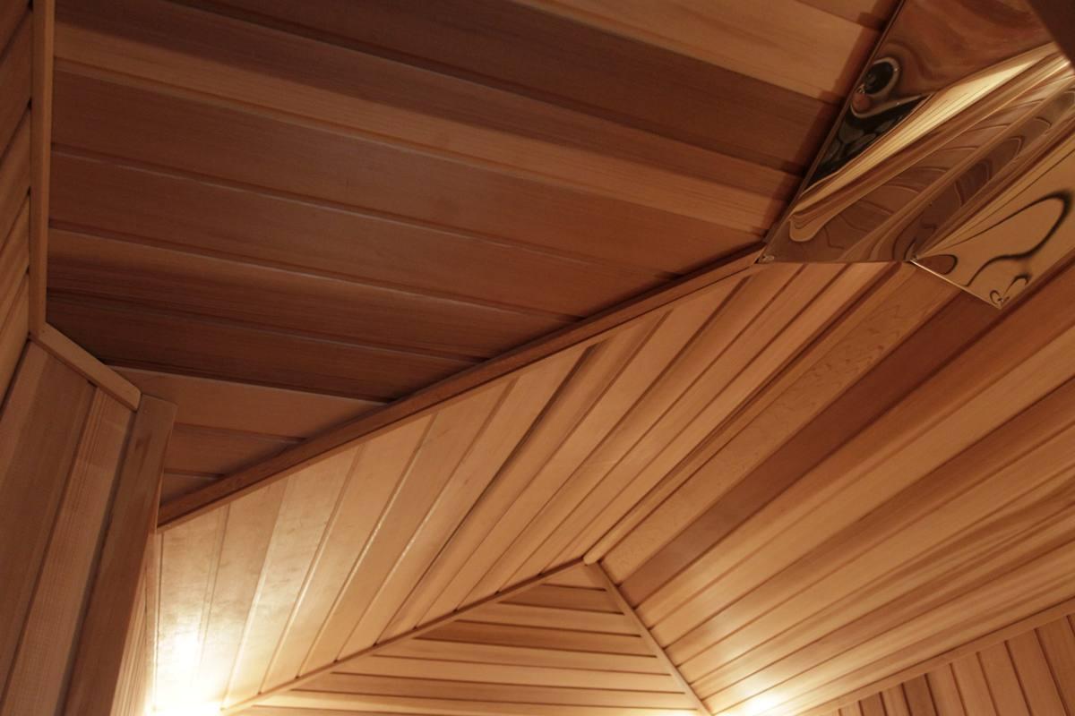 потолок отделанный вагонкой